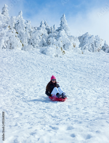 Poster Glisse hiver the girl on a sledge