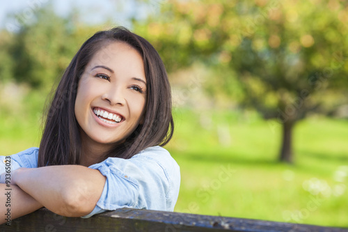 Fotografia  Beautiful Asian Eurasian Girl Smiling with Perfect Teeth