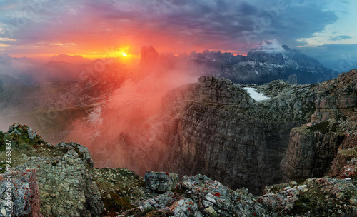 Poster Koraal Dramatic beautiful sunset in mountain