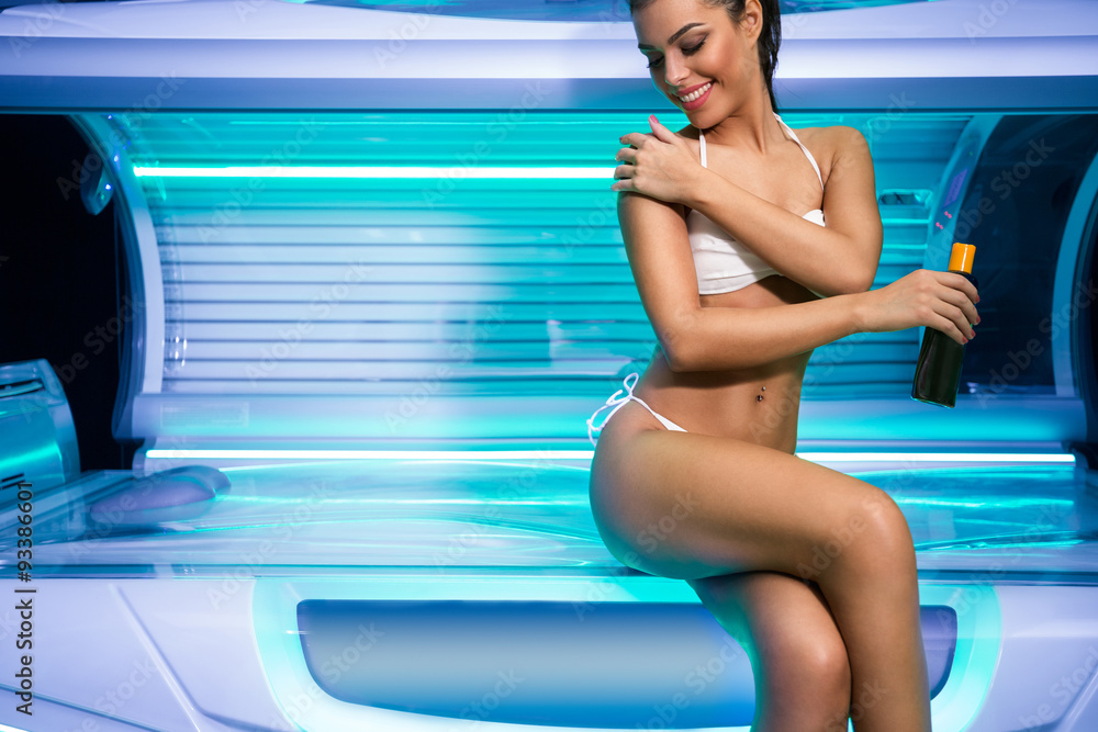Fototapety, obrazy: Attractive  young woman preparing for tanning in solarium