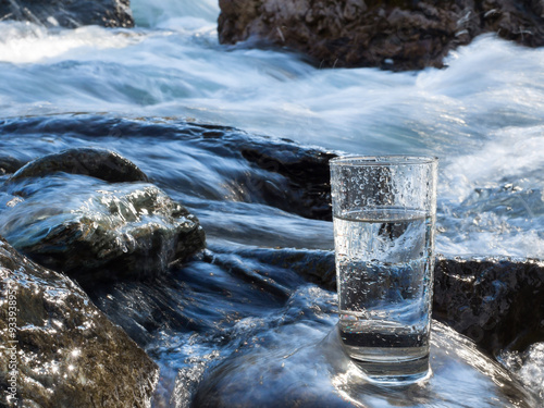 Staande foto Water Natural water in a glass