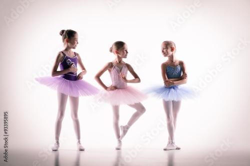 fototapeta na lodówkę Three little ballerinas in dance studio