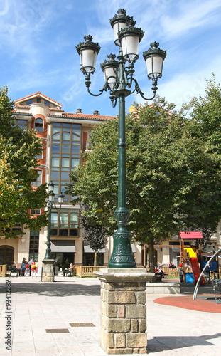 Photo  Lampadaire place centrale à Guernica