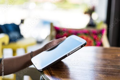 Fototapeta Woman using a tablet during a coffee break obraz na płótnie