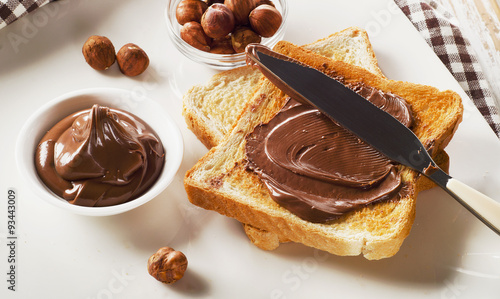 Valokuva  Toast with chocolate spread for a sweet breakfast