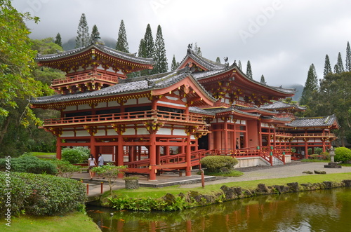 Fotobehang Bedehuis Byodo-In Temple with the Koolau mountains in the Valley of the Temples on Oahu, Hawaii, USA.