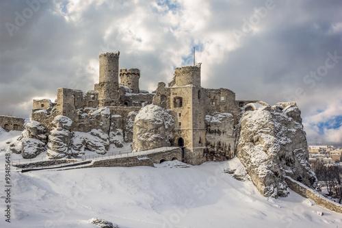 Photo sur Toile Ruine Ogrodzieniec castle ruins in winter.Poland