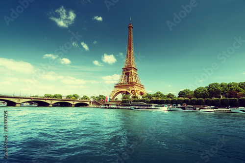 Photo sur Aluminium Tour Eiffel Seine in Paris with Eiffel tower in morning time