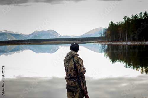 Foto op Plexiglas Jacht Hunter on the lake