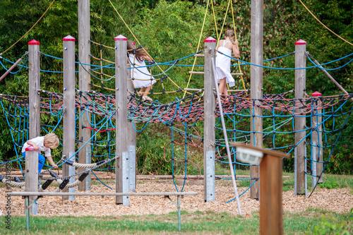 Klettergerüst Kaufen : Kinderspielplatz klettergerüst u2013 kaufen sie dieses foto und finden