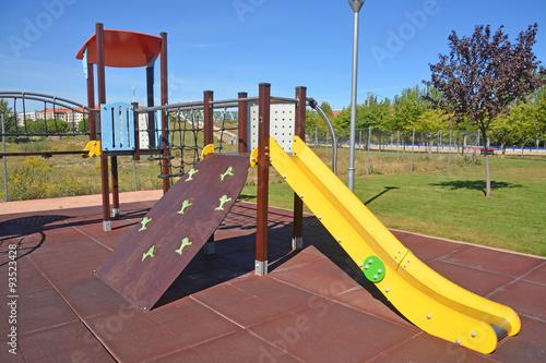 tobogán en un parque infantil