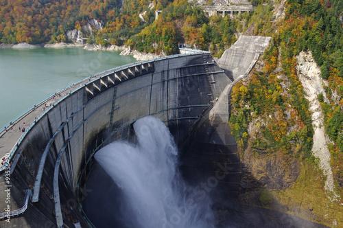 Deurstickers Dam 秋の黒部ダム