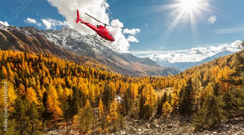 elicottero in volo sulla Val di Campo - Svizzera