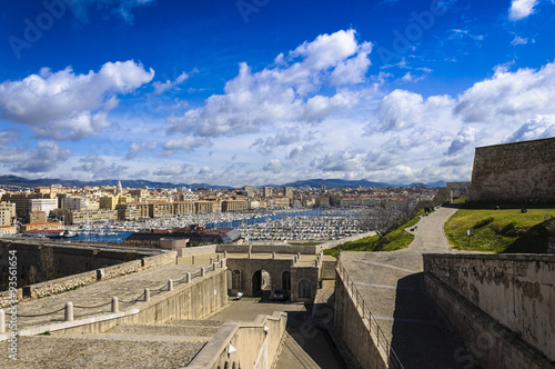 Photo Arbor and city of Marseille, France