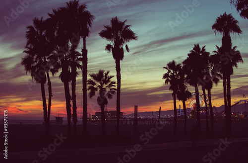 Staande foto Los Angeles Sunset colors with palms silhouettes in Santa monica, Los angeles