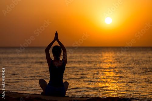 Keuken foto achterwand Ontspanning Yoga on the beach