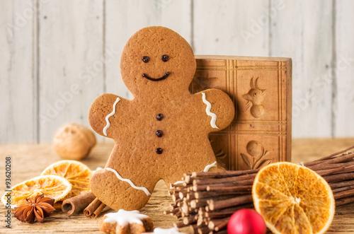 Weihnachtsdeko Lebkuchenmann.Lebkuchenmann Mit Weihnachtsdeko Buy This Stock Photo And Explore