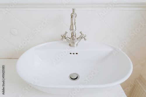 Fotografía  Sink with old style tap
