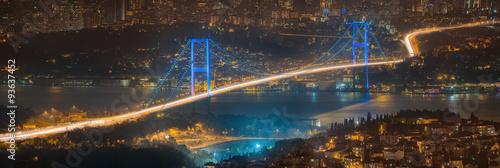 Fotografia  View of Bosphorus bridge at night Istanbul