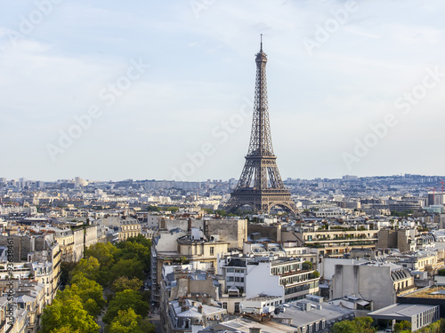 Papiers peints Paris PARIS, FRANCE, on AUGUST 31, 2015. The top view from a survey platform on roofs of Paris. A city landscape with the Eiffel Tower