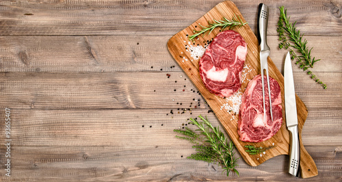 Spoed Foto op Canvas Vlees Raw meat beef Steak with herbs and spices