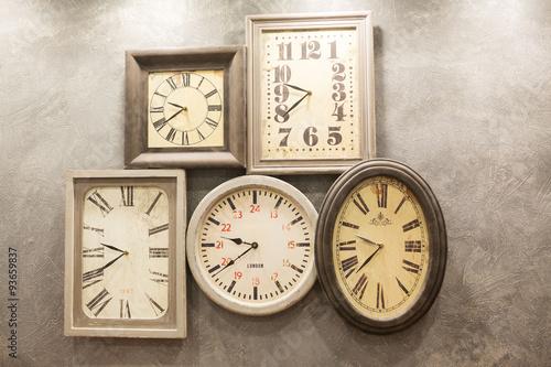 Papiers peints Retro retro room with clocks