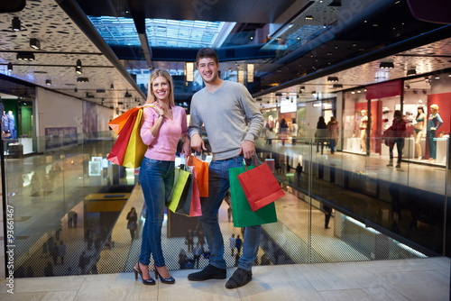 Poster Voies ferrées young couple with shipping bags