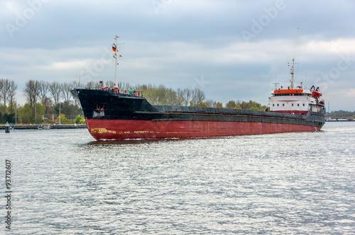 Photo  Travemünde altes Frachtschiff