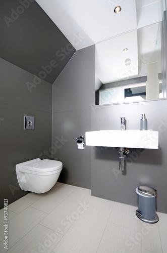 Modernes Badezimmer  Modern Bathroom