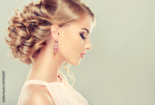 Принти на полотні Beautiful model with  elegant hairstyle