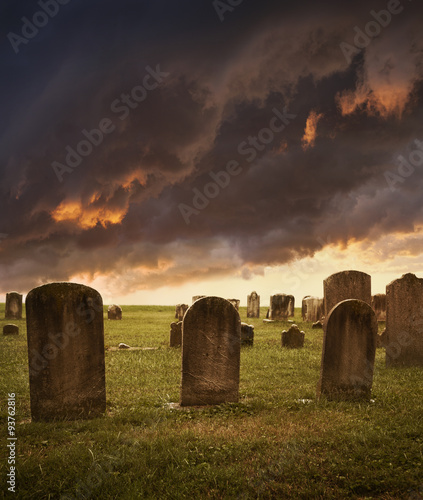 Photo Spooky cemetery with stormy clouds for Halloween