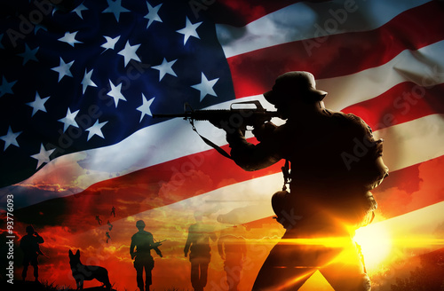 Fotografia  Silhouette of soldier at sunset