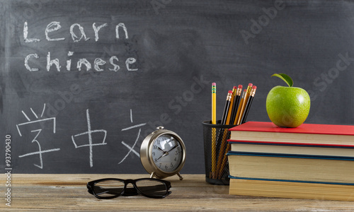 Photo  Student desktop prepared to learn Chinese language