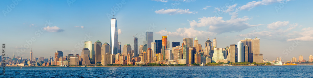Fototapeta High resolution panoramic view of the downtown New York City skyline seen from the ocean
