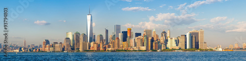 In de dag New York High resolution panoramic view of the downtown New York City skyline seen from the ocean