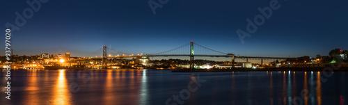 Fototapeta Panorama Angus L. Macdonald Bridge łącząca Halifax z D