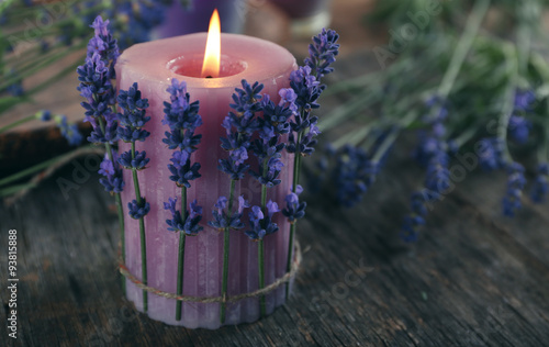 Obraz Candles with lavender flowers on table close up - fototapety do salonu