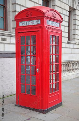 czerwona-budka-telefoniczna-w-londynie