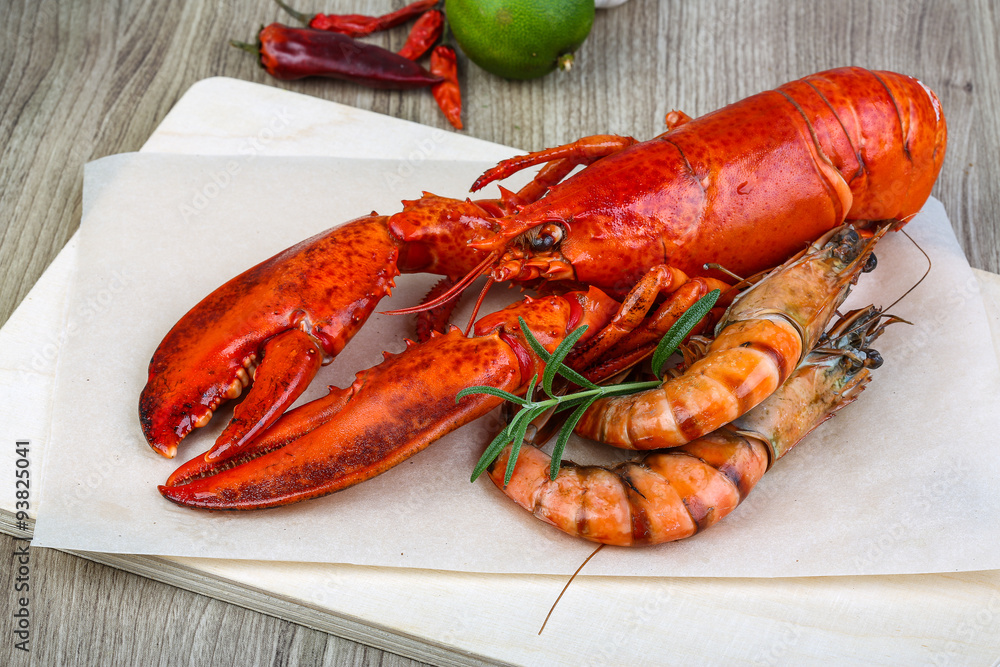 Photo  Lobster and shrimps