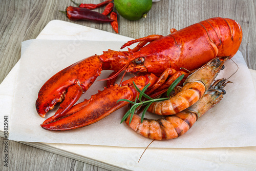 Foto  Lobster and shrimps