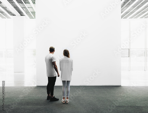 Fotografie, Obraz  Man and woman walking through the gallery
