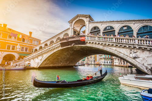 Poster Venise Gondola with Rialto Bridge at sunset, Venice, Italy