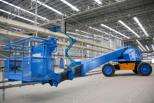 Photo  blue boom lift perspective indoor