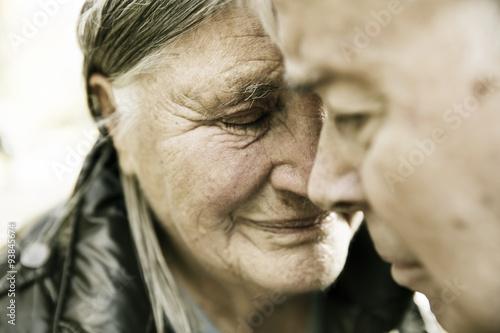 Foto op Plexiglas China Seniorenpaar, Portrait in einem Park