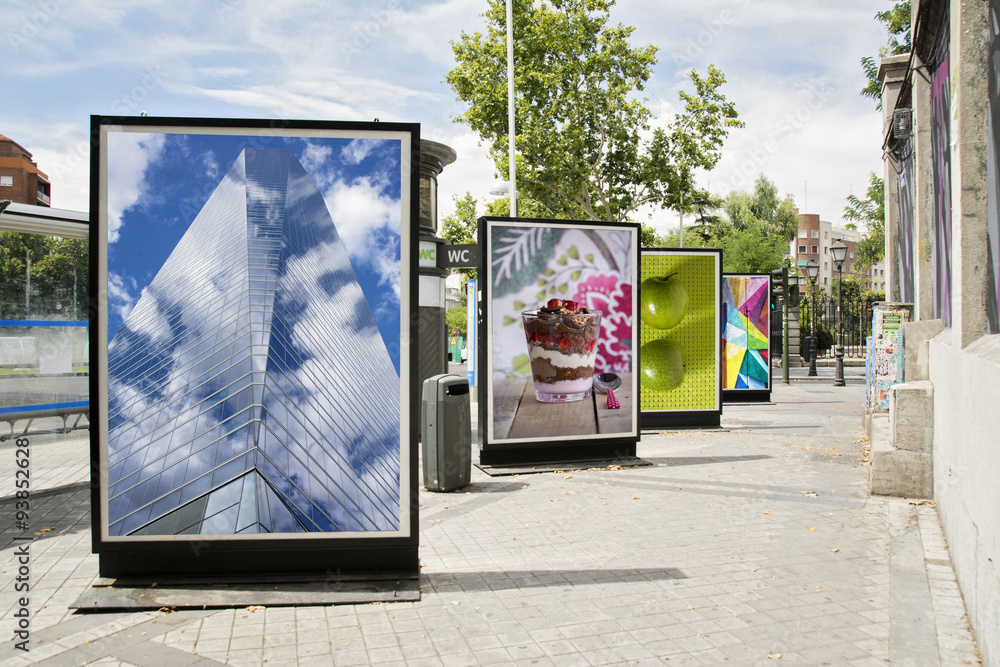 Fototapety, obrazy: billboards with photographs at city street