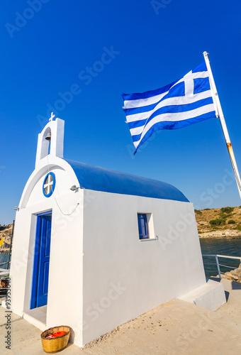 Staande foto Tunesië Greek temple with flag - vertical view