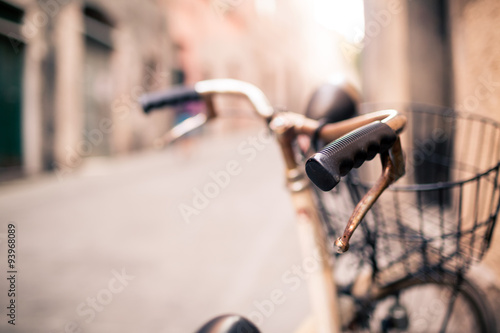 Türaufkleber Fahrrad City bicycle handlebar, bike over blurred beautiful bokeh backgr