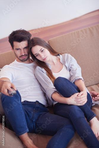 Fototapeta young couple watching tv at home obraz na płótnie