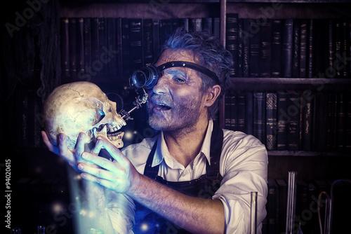 Photo  looking at skull