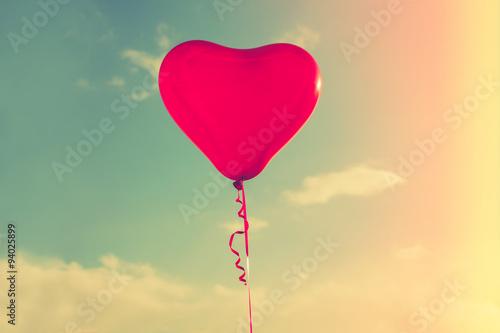 Papiers peints Montgolfière / Dirigeable balloon heart shape